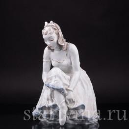 Фарфорвая статуэтка Балерина, завязывающая балетную туфельку, Rosenthal, Германия, 1960 гг.