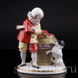 Фигурка из фарфора Пьеро с пуделем, Hertwig & Co, Katzhutte, Германия, нач. 20 в.