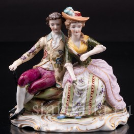 Фигурка из фарфора Сидящая пара, миниатюра, Ackermann & Fritze, Германия, нач. 20 в.